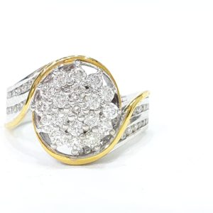 DIAMOND CLUSTER RING IN TWO-TONE GOLD