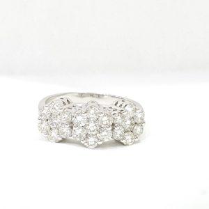 Classic Diamonds Ring 18 Kt White Gold