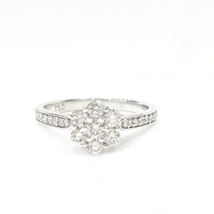 ROUND BRILLIANT CUT CLUSTER DIAMOND RING
