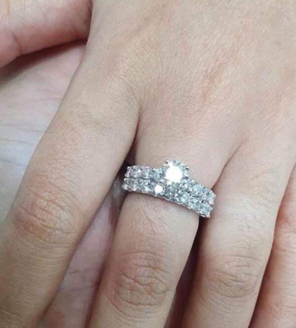 Round Brilliant Classic Engagement Ring & Wedding Ring (Bridal Set)